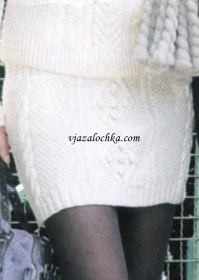 Белая вязаная юбка на спицах